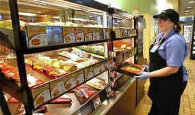 kwik-trip-foodservice-lady-885 (2)