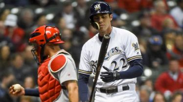 pi-wi-brewers-cardinals-yelich-040418.vadapt.767.high.47